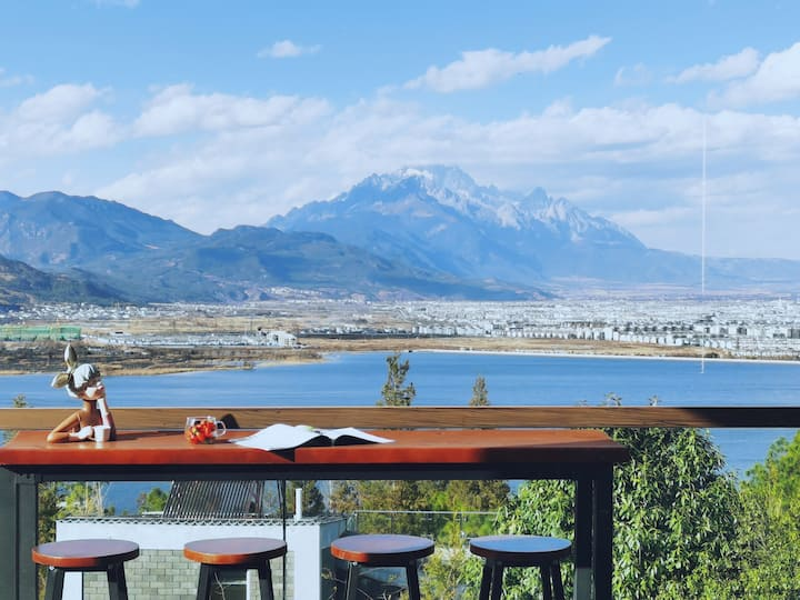 【独栋双层别墅-两室最多可住4位】丽江-雪山湖景-免费接送机-含双早下午茶-管家服务--家庭闺蜜出行