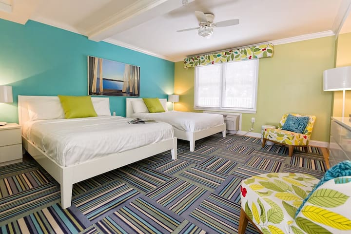 Double Queen - two queen beds (pet friendly) - Canalside Inn