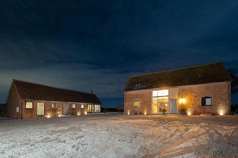 Luxury entire single storey barn conversion