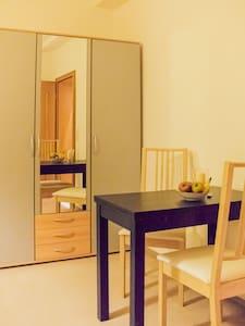Mini-Appartement inkl. Stellplatz in Innenstadt - Herborn - 公寓