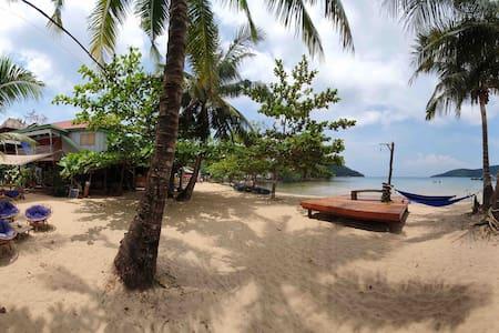 Beach House (Island View) M'Pai Bay