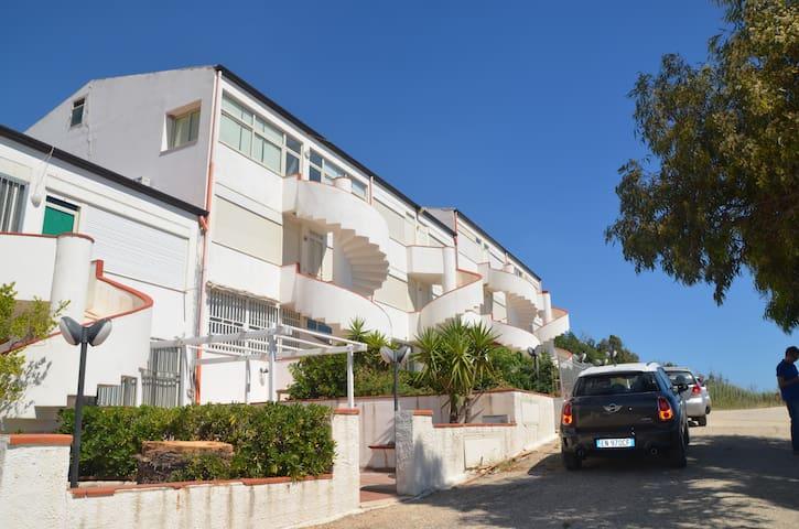 Appartamento con vista mozzafiato - Località Makauda