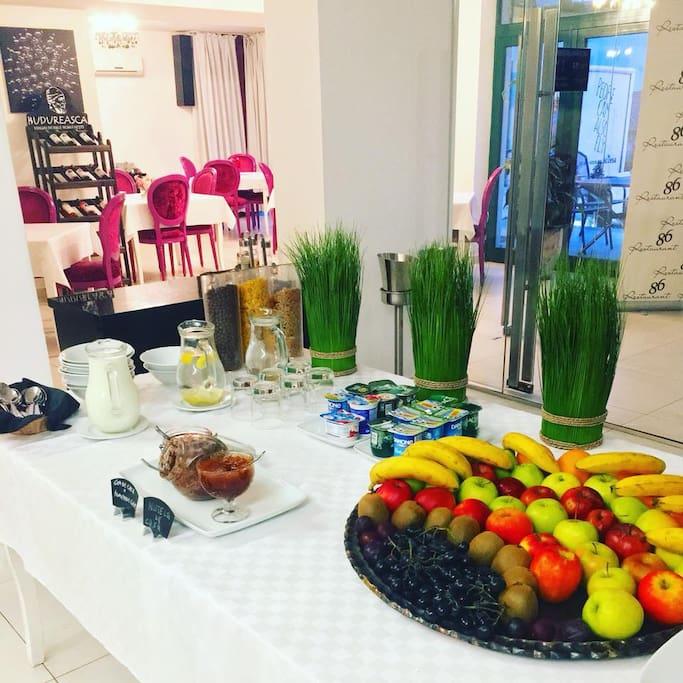 Breakfast - Fresh fruits