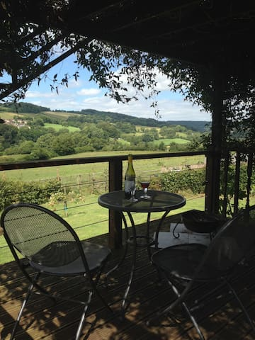 Summer House with amazing views - Stroud - 통나무집