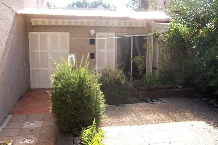2 Pièces climatisé avec jardin