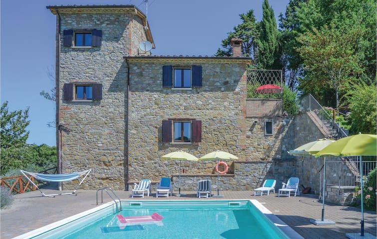 Holiday cottage with 3 bedrooms on 90 m² in Monterchi AR