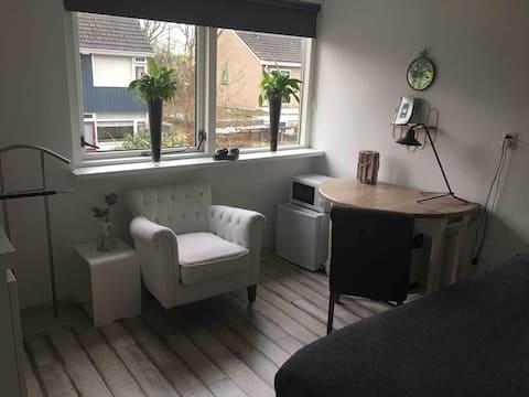 Kamer in Assen met tv en ontbijt