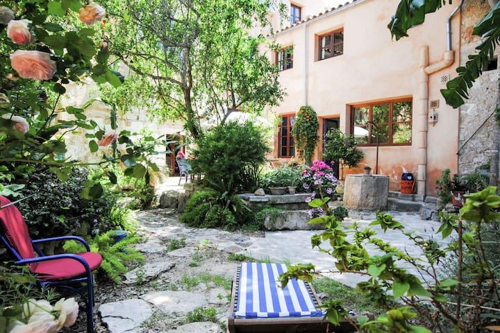 Moderna casa vacanze a Felanitx con terrazza