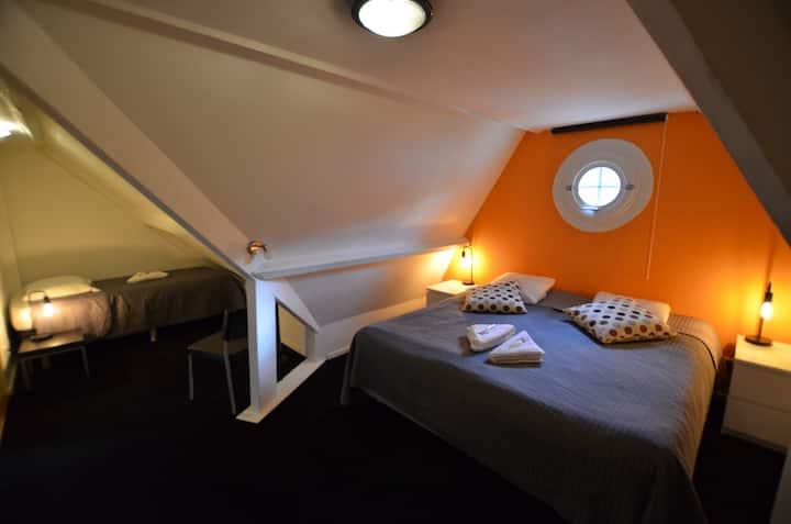Nice room with own bathroom at B&B De Hofnar