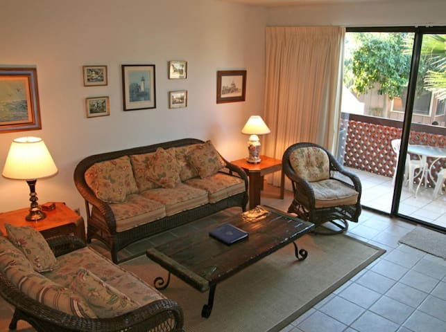 2 Bedroom, 2.5 Bath, Townhouse Style Condo, Common Pool and Jacuzzi - Bahia Vista - A10