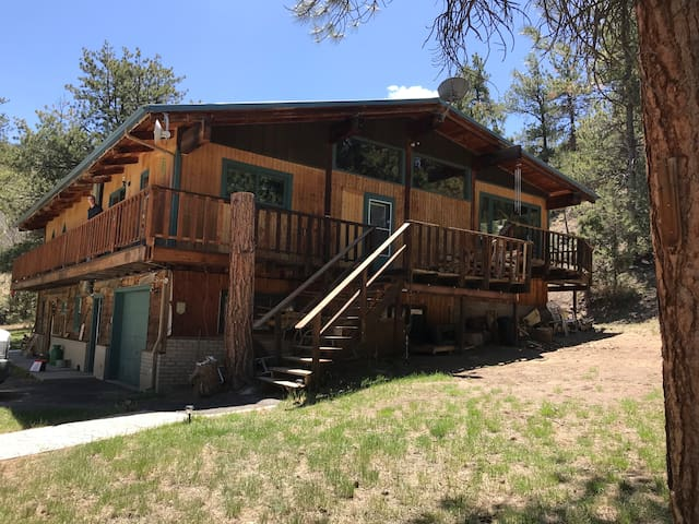 Wapiti Getaway Near Mt. Princeton. WITH HOT TUB