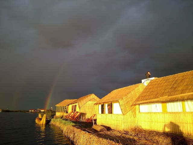 Uros Amaru Marka Lodge. Floating experiences