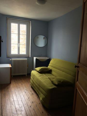 Chambre dans maison angevine proche gare & centre