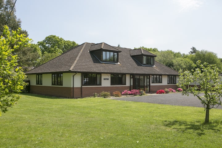 Woodlands Lodge - Double room, 1 x double & bunk bed room, 2 x king & 4 single rooms. All with en suites ( Sleeps 18)
