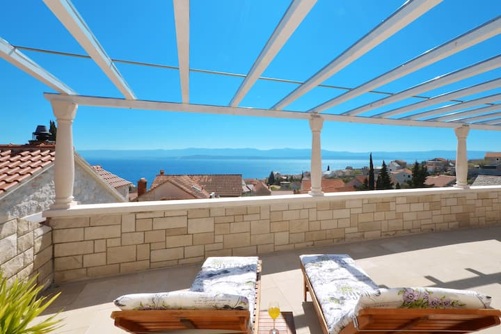 Panoramic City-View Apartment with Sunset terrasse
