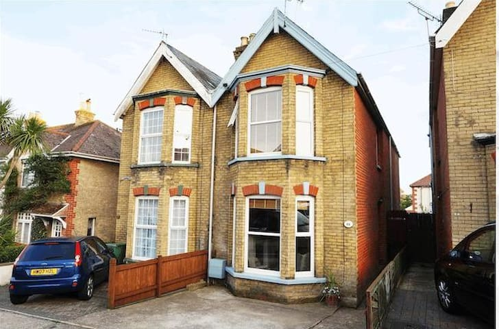 Cosy and comfortable 3 bed semi in Cowes, IOW