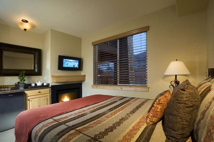 Cozy Living Space | Hot Tub Access | Seasonal Ski Shuttle
