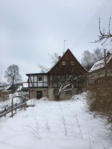 House with Bedroom above a stream - Seifhennersdorf - House