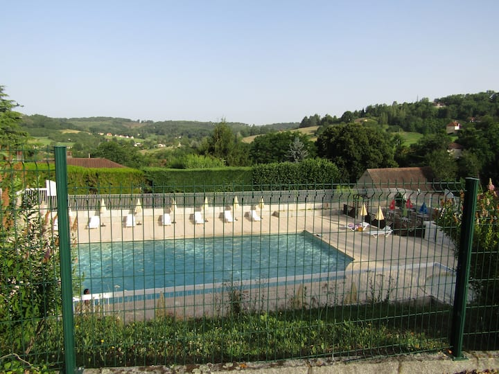 SARLAT PISCINE/Parking privé /1,5 km centre histor