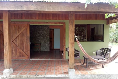 FAMILY-FRIENDLY CABIN CLOSE TO THE BEACH!