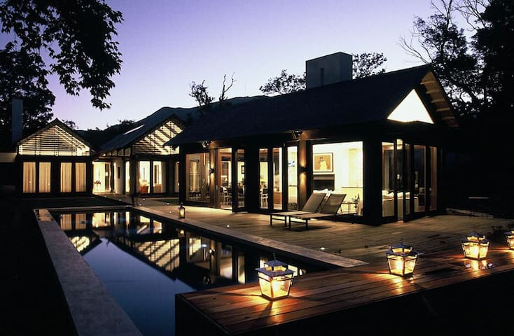 Luxurious, secluded vineyard living in Constantia