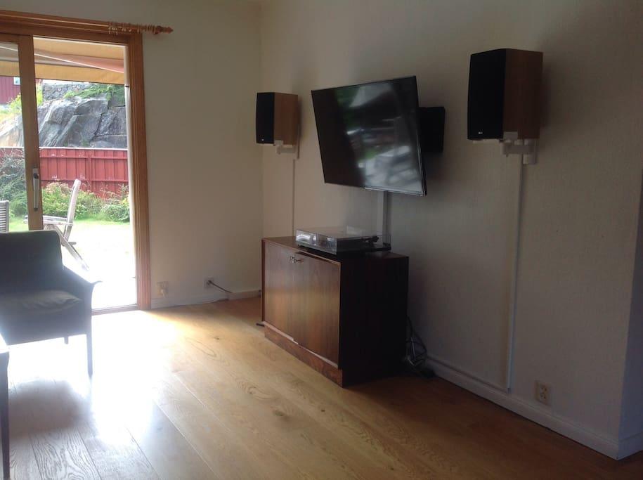 TV, stereoanlegg inkludert Sonos på de fleste rom
