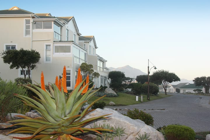 Sea Facing, Family friendly accommodation (Unit 2)