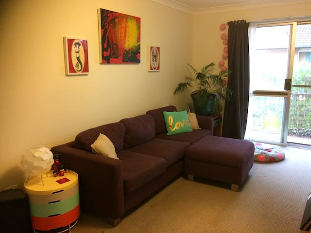 Colourful comfy home right in town - Lismore - Leilighet