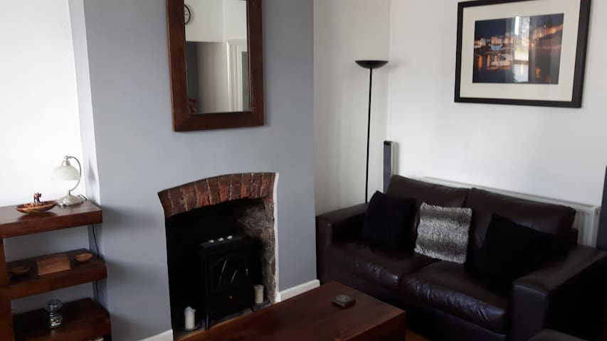 Character town centre apartment, sleeps 2 - Bridgend - Wohnung