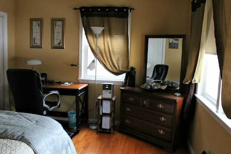 Cozy Private Room with a Private Bathroom - Leominster - 独立屋