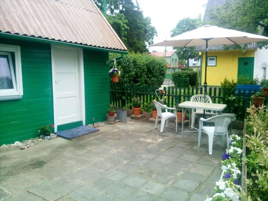 4 places separate house with gas,toilet,refrigerator,cold and hot water. Price 60 euro night