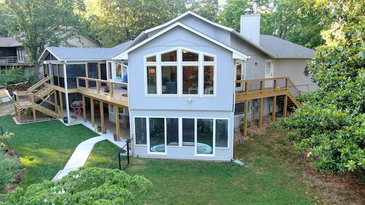 Lakefront Home Serenity Cove on Lake Loch Lomond.