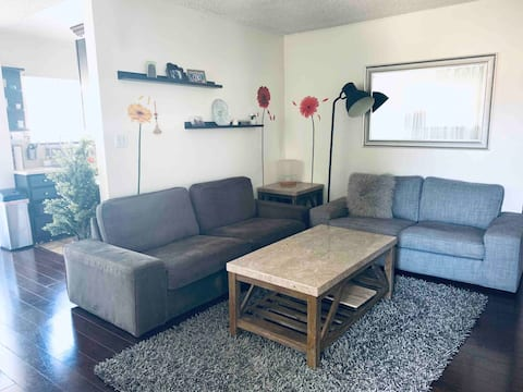 15 min from The Beach! Cozy and comfortable!
