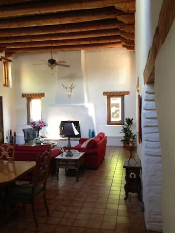 Private Room in Cozy Adobe Hacienda - Corrales - Apartamento