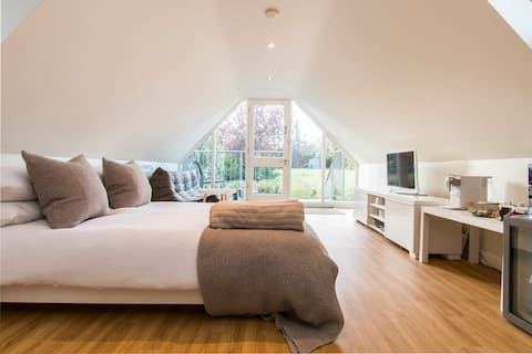 Chic Self-Contained Garden Annexe - Central Line