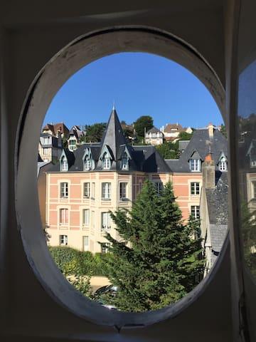Vue panoramique  plein centre/plage - Trouville-sur-Mer - Lägenhet