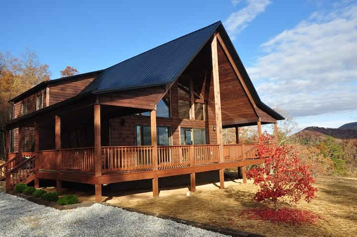A Walk In the Clouds - 2 Bedroom Cabin with Pool Table and Magnificent View - 18 Miles to Harrahs Casino