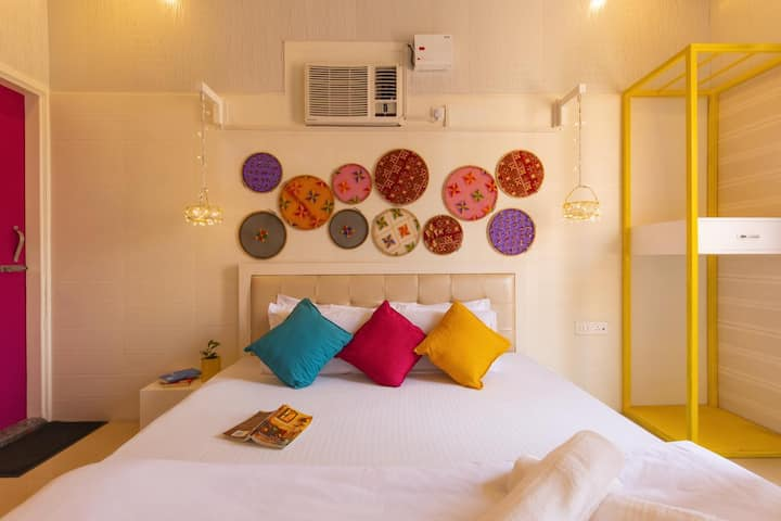 Deluxe Private Roomm@goStops Amritsar Chaitiwind