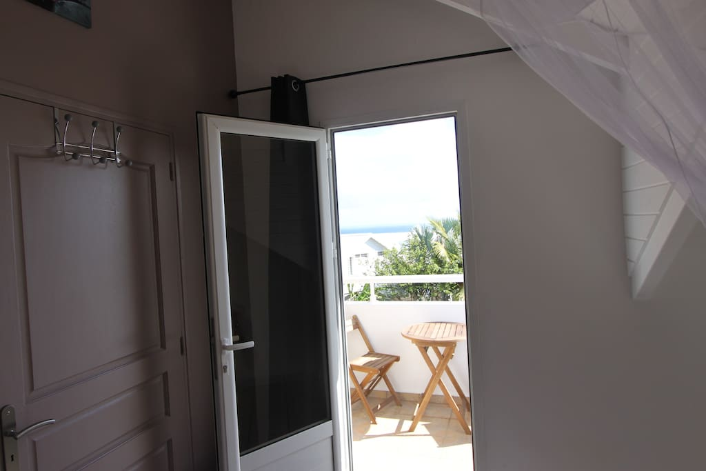 l'accès au balcon depuis la chambre