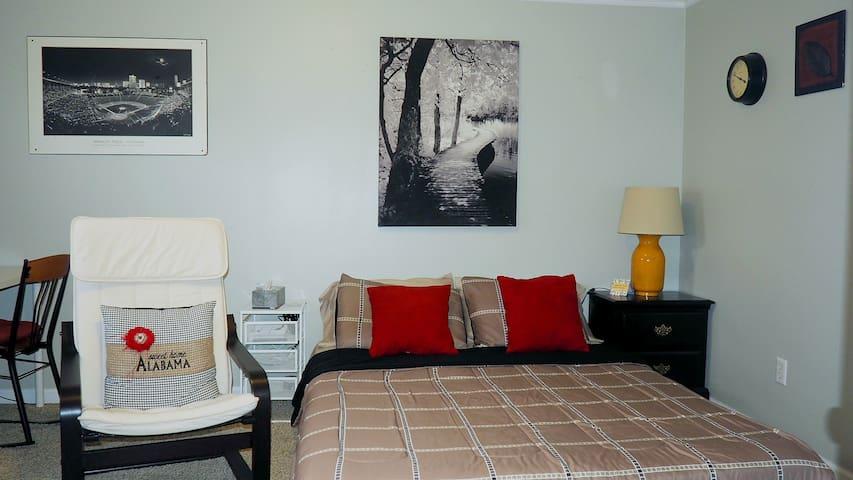Cozy and Quiet Bedroom - Tuscaloosa - Huis