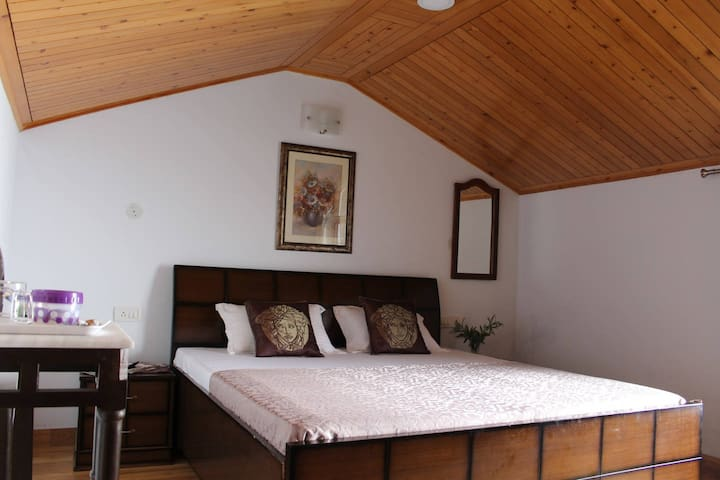 Deluxe Room with Bed and Breakfast @Shimla