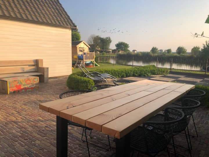 House directly at water, 20 min from Amsterdam!