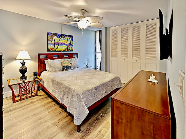 Master Bedroom with Queen size bed for a good night's rest.