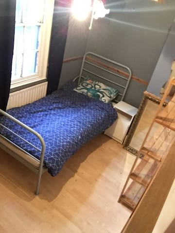 Single bedroom in shared house!