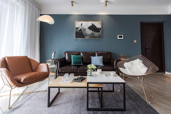 【小筑民宿】北辰三角洲 现代轻奢三居加一娱乐室公寓!舒适、安全、隐私、卫生!