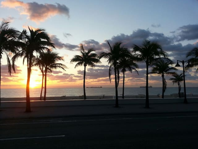 Sunsets on Ft Lauderdale beach
