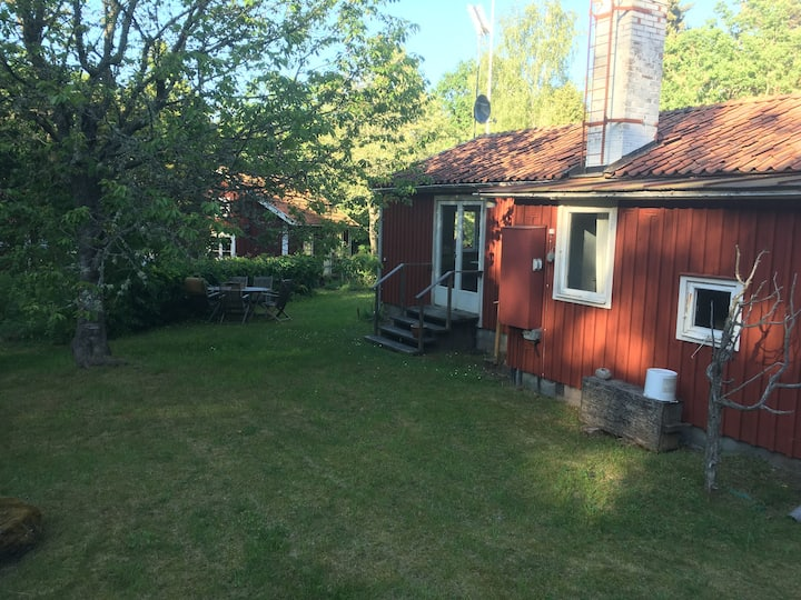 Mysig stuga mellan Mönsterås och Timmernabben