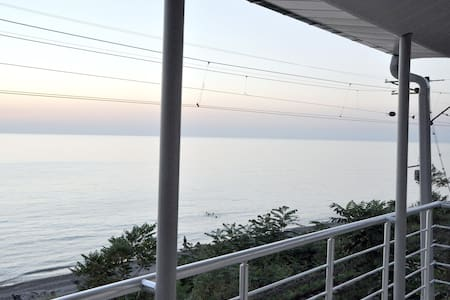 Сдаётся 3-х этажный дом от моря 20 метрах - Kobuleti - Guesthouse