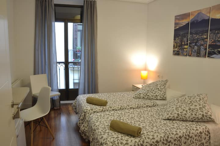 Fantastic room new in center old town, 4
