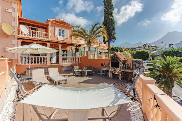 Lovely villa, 500m to beach, view, newly renovated